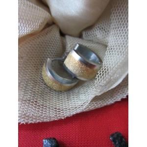 Обеци тип-халки със сребърна баня и златен брокат от медицинска стомана E - 21329