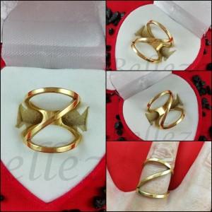 Дамски пръстен със златна баня от медицинска стоманa R - 580