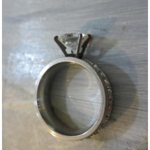 Пръстен със сребърна баня от медицинска стомана R - 109