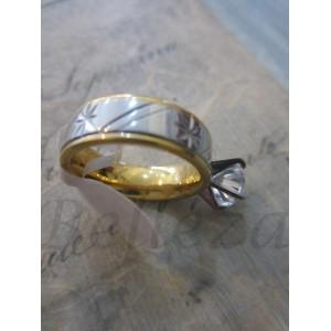 Пръстен със златна и сребърна баня от медицинска стомана R - 226