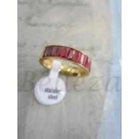 Пръстен със златна баня от медицинска стомана и червени кристали R - 320