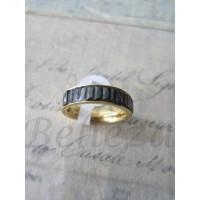 Пръстен тип-халка със златна баня от медицинска стомана и черни кристали R - 311
