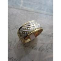 Пръстен тип халка със сребърна и златна баня от медицинска стомана  R - 365